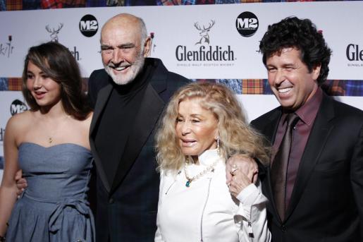 El actor junto a su familia.