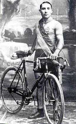 Rafael Pou, en una imagen captada tras una de sus victorias.