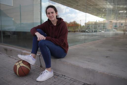 Marina Delgado posa para este diario en el polideportivo Toni Pizà de sa Indioteria.