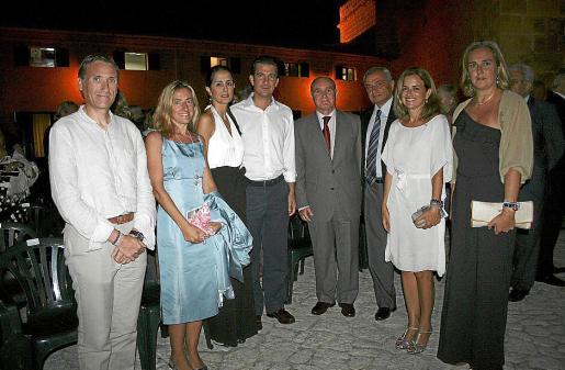 Marcelino Minaya, Mari Carmen Sánchez, Rachel Alcántara, Fernando Gilet, el comandante general de Baleares, Adolfo Orozco; el general Fulgencio Coll, Gari Durán y María Antonia Garau.