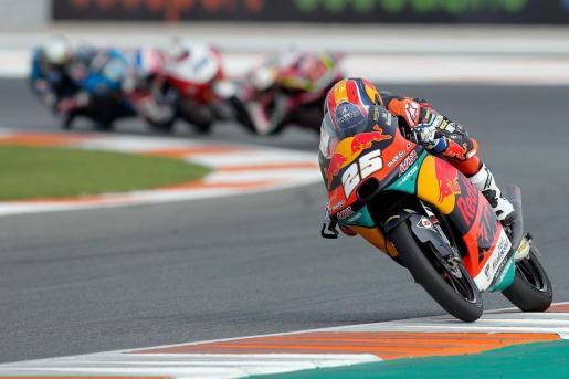 El piloto español de Moto 3 Raul Fernandez (Red Bull KTM) rueda en el circuito Ricardo Tormo de Cheste (Valencia) donde se disputa el Gran Premio de Europa de motociclismo.