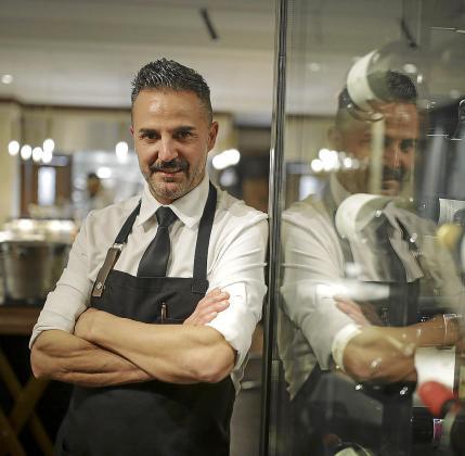 Santi Taura en su restaurante Dins a la carta.
