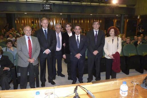 Fernando Alzamora, Ramon Socías, Pere A. Serra, Joana Barceló, Miguel Àngel Revilla, Francesc Antich y Aina Rado.