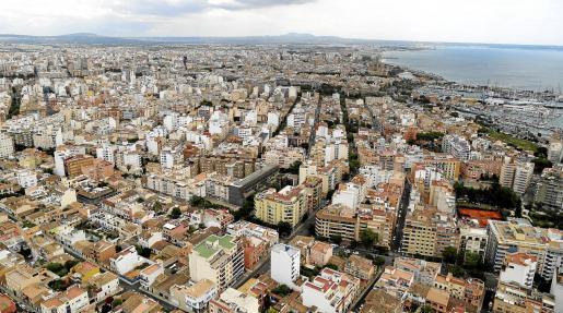 La mayoría de habitaciones en pisos compartidos en Palma que se ofertan a través del portal Idealista tienen un coste de entre 300 y 400 euros mensuales. Se trata de precios elevados para una habitación.