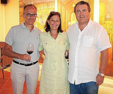 Girolano Rossi, Eva Von Oheimb y Ramón Serballs degustaron el nuevo vino juntos.