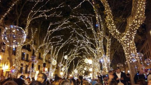 Este año las luces de Navidad se instalarán en 33 calles más.
