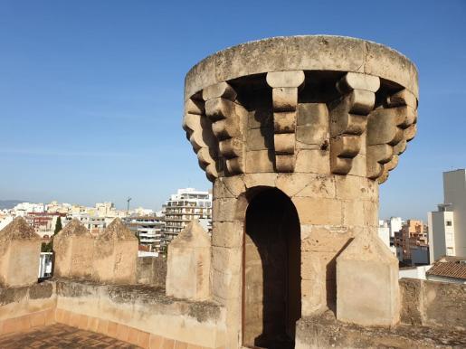De la finca original del siglo XII se mantiene la Torre, epicentro de una 'possessió' que luego dio el nombre a la barriada de Son Armadans. La familia quedó extinguida.