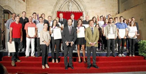Los deportistas homenajeados, durante el homenaje celebrado ayer.