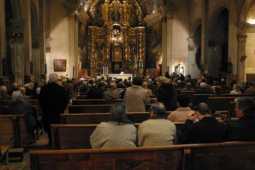 Imagen del interior de la iglesia de Sant Miquel antes de la pandemia.