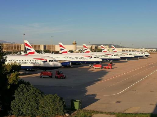 Aviones de British Airways estacionados en Son Sant Joan.