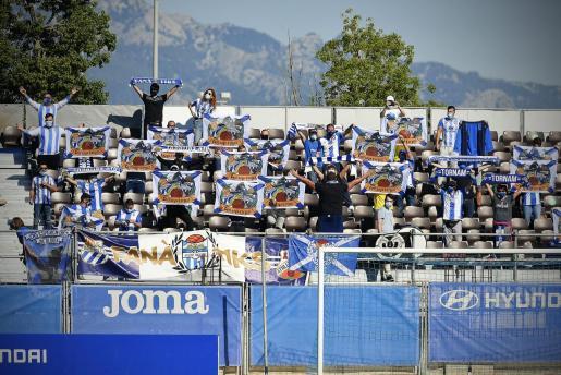 Un grupo de aficionados del Atlètic durante un reciente partido de Liga.