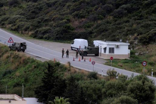 El Ejército se despliega en el perímetro fronterizo entre Ceuta y Marruecos.