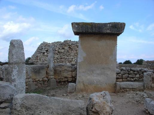 Imagen de un talayot en Menorca.