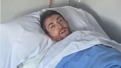 «Me han metido un tubo por la garganta y duele un montón», ha explicado el presentador de 'El hormiguero'.