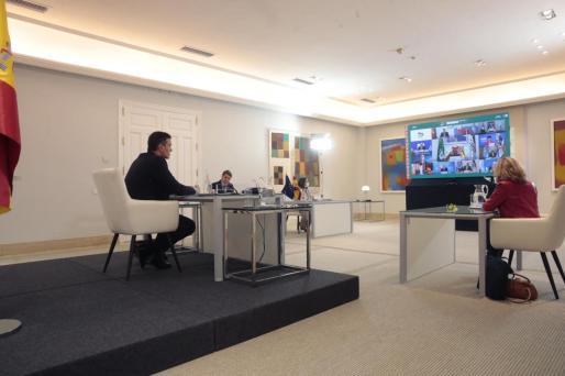 El presidente del Gobierno, Pedro Sánchez participa por videoconferencia en la cumbre de líderes del G20 desde la Moncloa en Madrid este sábado.