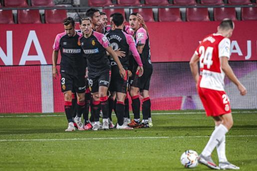 Los jugadores del Mallorca celebran el gol conseguido por Salva Sevilla en Girona.