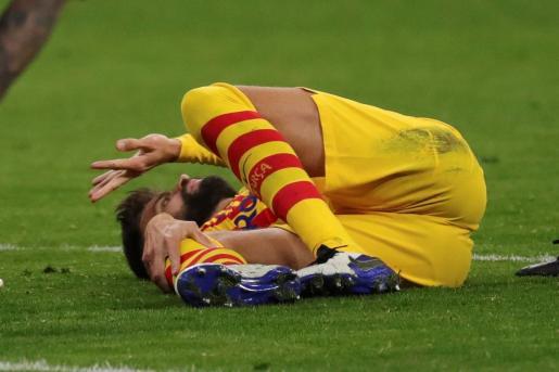 El FC Barcelona anunció este domingo que el central padece un esguince de grado tres en el ligamento lateral interno y una lesión parcial del ligamento cruzado anterior de la rodilla derecha.