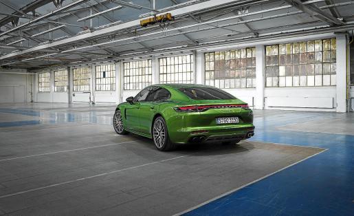 La nueva gama ofrece diferentes variantes con potencias que van desde los 440 a los 700 CV.