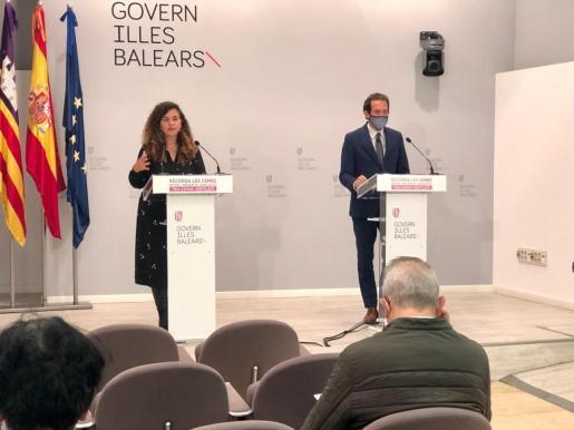 La portavoz del Govern, Pilar Costa, y el conseller de Transports, Marc Pons.