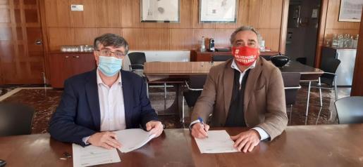 El presidente de Emaya, Ramon Perpinyà, y el presidente de CAEB Restauración, Alfonso Robledo.