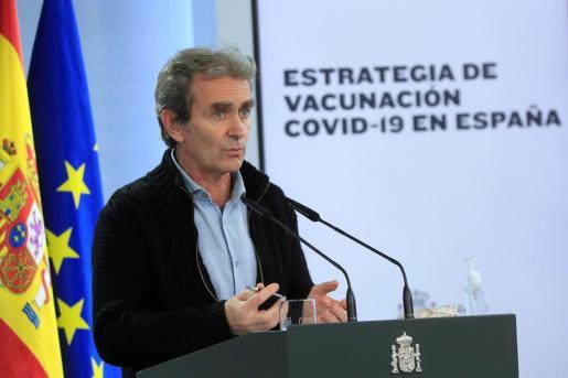 El director del Centro de Coordinación de Alertas y Emergencias Sanitarias (CCAES), Fernando Simón, durante la rueda de prensa ofrecida este lunes en el Palacio de la Moncloa tras la reunión del comité técnico de alertas sanitarias .