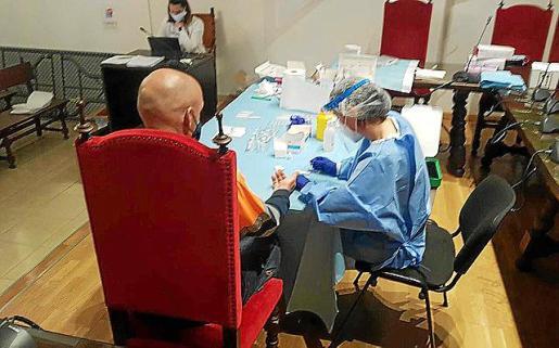 Las pruebas se llevan a cabo en la sala de plenos.