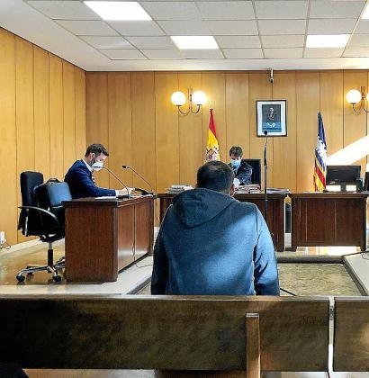 El nieto de 'La Paca' conocido como 'El Nano', ayer, en una sala del Juzgado de lo Penal número 3 de Palma.