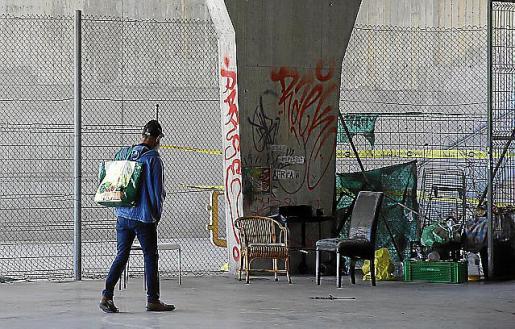 Una persona sin hogar, en el parque Pocoyó.