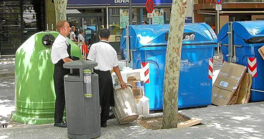 Gestión. Atrás quedarán los tiempos en que hoteles, bares, restaurantes y comercios se limitaban a trasladar sus residuos a los contenedores. Ahora será necesario un esfuerzo en los productos y servicios ofrecidos y prescindir de algunos elementos habituales.
