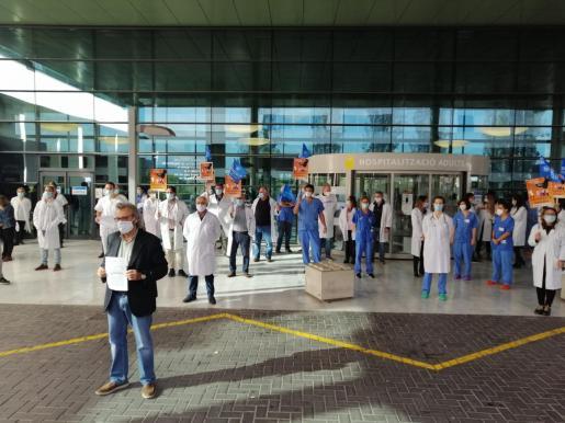 Protesta en Son Espases contra la precariedad laboral.