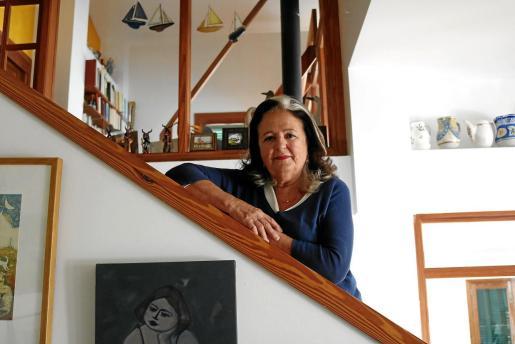 La cantautora Miquela Lladó posó ayer en su casa de Palma para este diario.