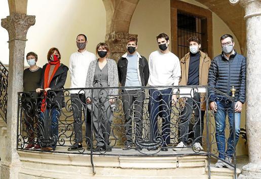 Los ganadores de la Crida del Solleric, junto a las autoridades de Cort.