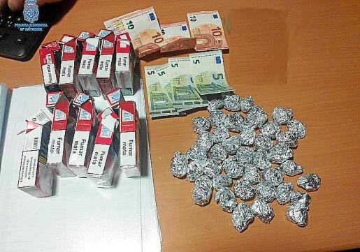 Droga y dinero incautado por la Policía Nacional de Palma.