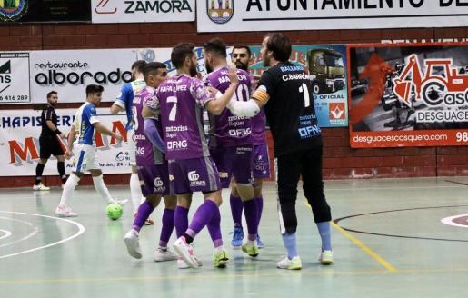 Los de Vadillo celebran el cuarto y último gol del partido.