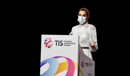 La reina Letizia, durante su intervención en el acto de inauguración de la primera edición del Tourism Innovation Summit 2020 (TIS), un foro internacional que reúne a la industria del turismo para definir las estrategias y dar una respuesta coordinada para la recuperación del sector en 2021.