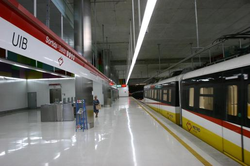 Imagen de la estación del metro en la Universitat de les Illes Balears (UIB).