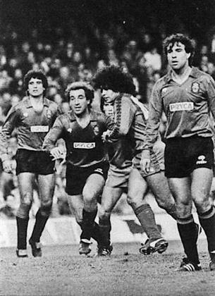 Damià Amer marca a Maradona en el Camp Nou en el partido de Liga de la temporada 83/84.