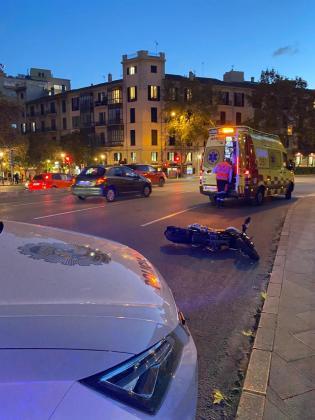 El accidente tuvo lugar en la Vía Alemania y el conductor del patinete se dio a la fuga tras colisionar con una moto.