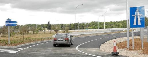 Enlace en Marratxí. El Consell abrió este miércoles al tráfico el nuevo acceso de la autopista de Inca al polígono de Marratxí. Esta salida evitará que los camiones que se dirigen al polígono tengan que atravesar los núcleos de es Figueral y es Caülls.