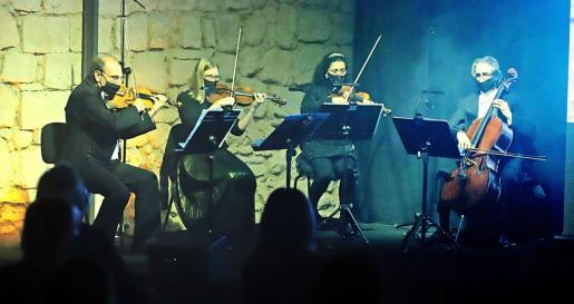 Un cuarteto de cuerda dirigido por Smerald Spahiu puso la nota musical al acto de anoche.