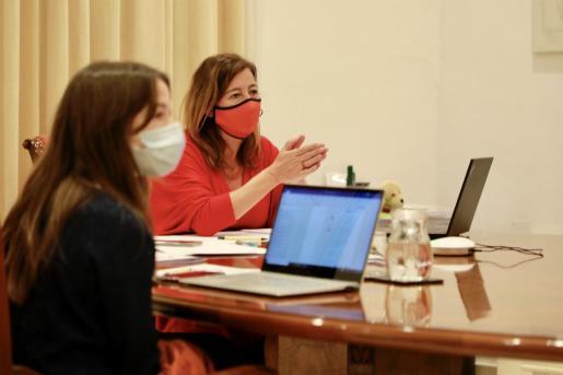 Francina Armengol durante una reunión.