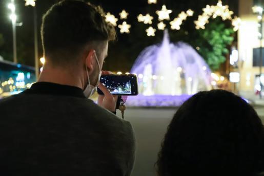 El encendido de las luces de Navidad fue atípico, como todo en este año 2020.