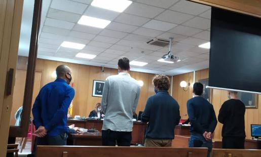 Los procesados, este viernes en una sala de lo Penal de los juzgados de Vía Alemania.