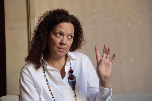 En una nota de prensa, PSIB, MÉS y Unidas Podemos han informado este lunes de la aprobación del documento de constitución y el reglamento que regirá esta comisión. En la imagen, la presidenta del Consell, la socialista Catalina Cladera.