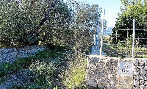 La propietaria de sa Tanca pleitea contra el Ajuntament de Selva por la retirada de su rejilla.