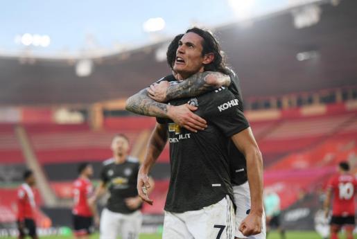 Edinson Cavani celebrando un gol en la liga inglesa.