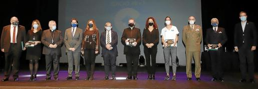 Premiados y autoridades: Valverde, Sastre, Taltavull, Bonet, Armengol, Tomás, Adrover, Cladera, Barceló, García, Montis e Hila.