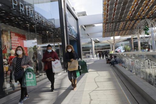 Este lunes 7 de diciembre abrirán los centros comerciales.
