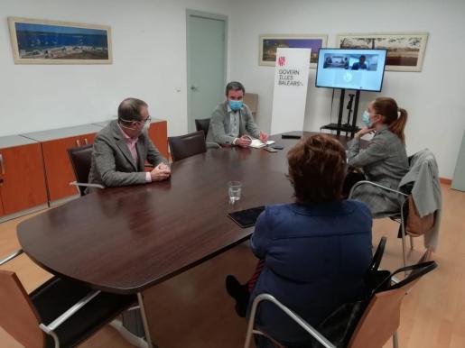 El vicepresidente del Govern, Juan Pedro Yllanes, se ha reunido con representantes de supermercados y grandes superficies.