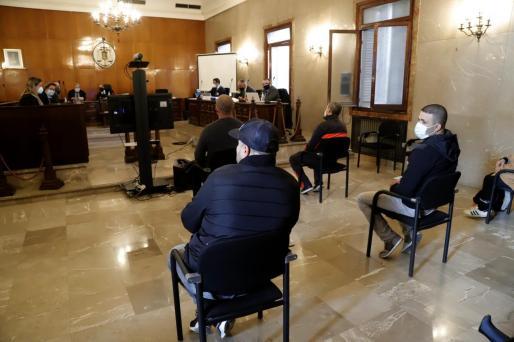 Parte de los acusados en la Audiencia de Palma.